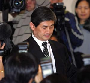<figcaption>Disgraced South Korean researcher Woo-suk Hwang. Credit: &#160; AHN YOUNG-JOON / ASSOCIATED PRESS</figcaption>