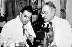 <figcaption>Selmean Waksman (1888-1973) and Albert Schatz (1920-2005), codiscoverers of streptomycin Credit: © Smithsonian Institution</figcaption>