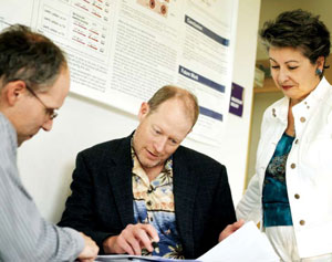 <figcaption>Alder with Cubist's Jared Silverman, principal scientist of microbiology research and Grace Thorne, senior director of clinical microbiology. Credit: © 2007 Leah Fasten</figcaption>