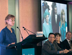 <figcaption>The Queen on the screen. Susannah Eliott (CEO of the Australian Science Media Centre) at the lectern, and the three scientists sitting nearby (l-r: John Long, Kate Trinajstic and Tim Senden). Credit: courtesy of Sarah Long</figcaption>